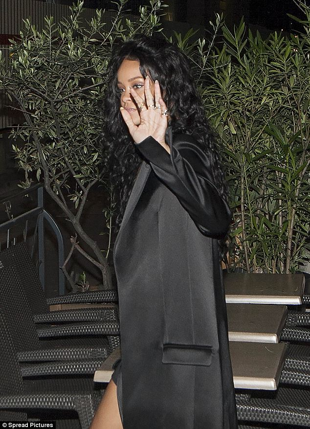 VIP: Rihanna looked every inch a star with her polished, all-black outfit