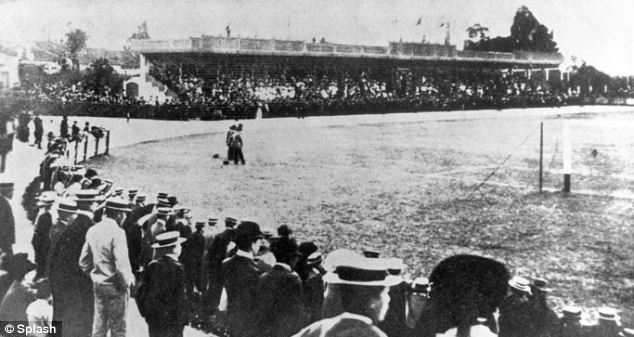 The crowd watches on at a title play-off involving Sau Paulo AC and another side for the first league of Brazil in 1902