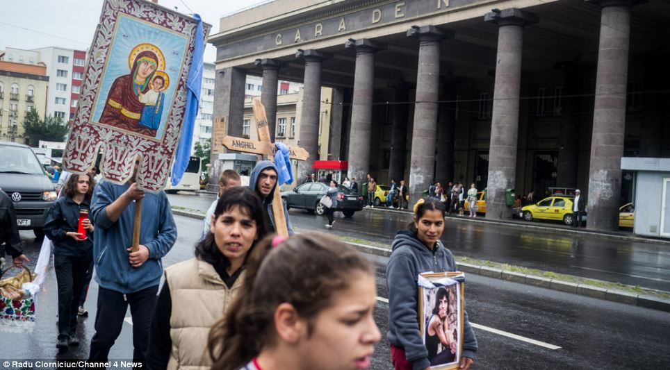 The mourners carried photographs of Catalina, as well as a cross and religious imagery during her funeral procession