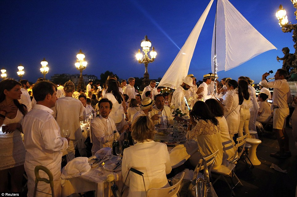 Come dine with me: Guests must bring a picnic table, a picnic basket, foldable cheers and a table cloth - all in white
