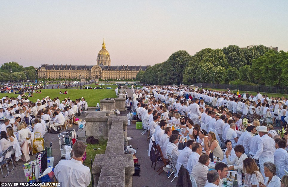 Lunch at a landmark: The golden dome of Les Invalides provides a beautiful backdrop for the diners