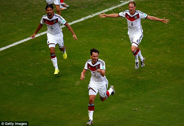 Mats the way to do it! Manchester United target Hummels points to the bench as he celebrates his goal