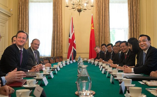 Britain's Prime Minister David Cameron, first left,  speaks with  and Chinese Premier Li Keqiang, first right, prior to their meeting in 10 Downing Street London, Tuesday  June 17,  2014. Cameron met with Li and other senior government officials, and the two sides are expected to announce a slew of trade and investment deals. Li's visit  the first since he became premier 15 months ago  is part of an effort to thaw diplomatic ties, which had cooled after Cameron met with Tibet's Dalai Lama in 2012.(AP Photo/Facundo Arrizabalaga, Pool)