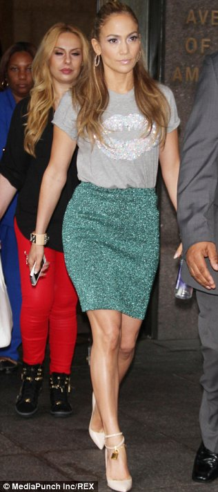 She won't be single for long: Jennifer showed off her incredible figure in a green skirt and fun T-shirt