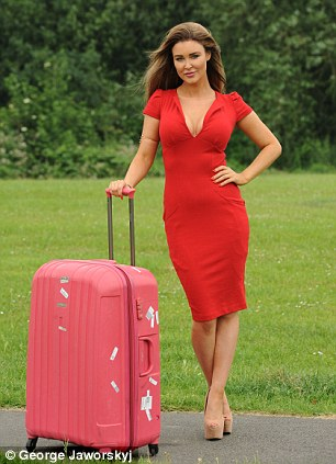 Model answer: Tess O'Reilly was fed up with luggage bills on photoshoots