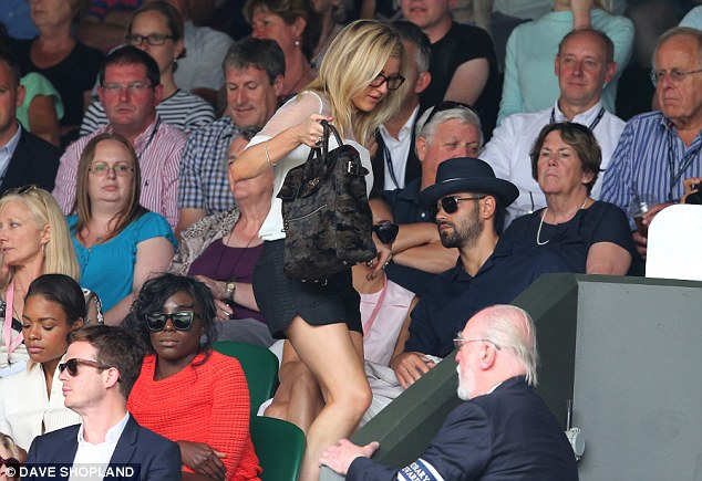 Early exit? Singer Ellie Goulding leaves her seat during Murray's match