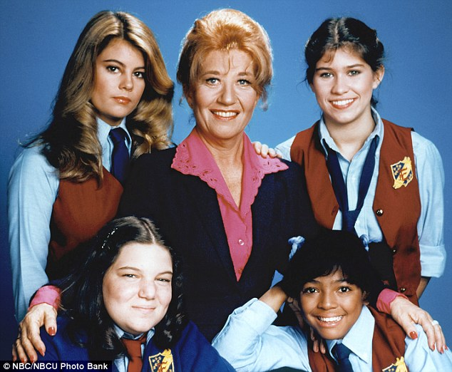 The girls of Eastland: Lisa Whelchel, Charlotte Rae, Nancy McKeon, Kim Fields, and Mindy Cohn pose in a press photo for 1980s sitcom The Facts Of Life