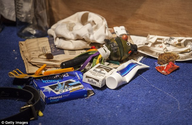 A close up of Tracy Emin's 1998 piece 'My Bed' on display