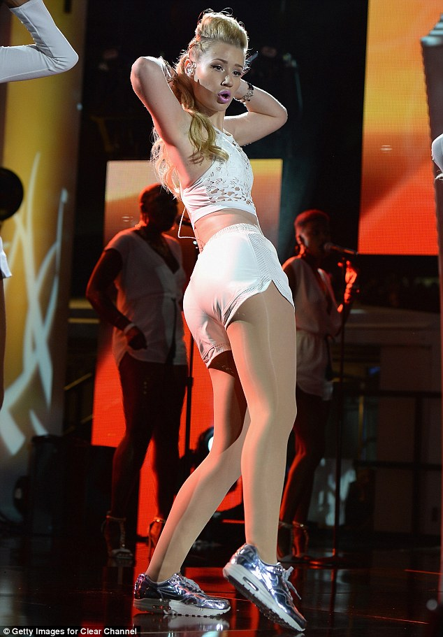 Pin up: Iggy still managed to keep her fashion cool on stage despite having to ditch her usual heels for the performance