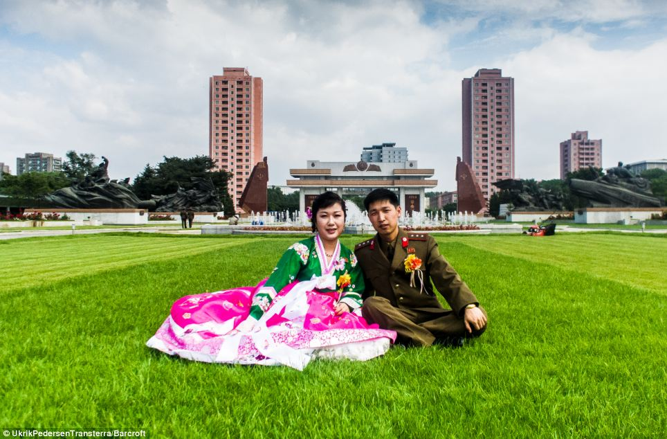 Photographer Captures 39 Normal 39 Life In North Korea Daily Mail Online