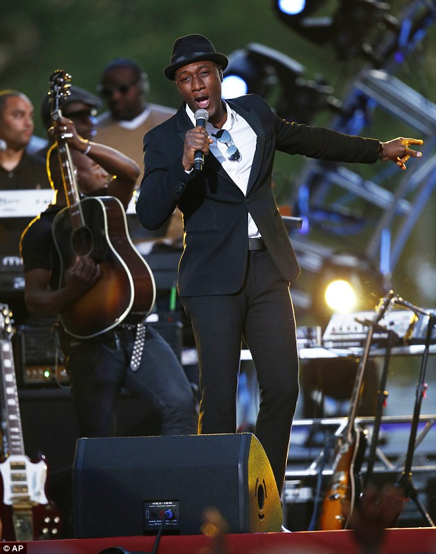 Suave: Aloe Blacc performed for the packed Independence Day crowd