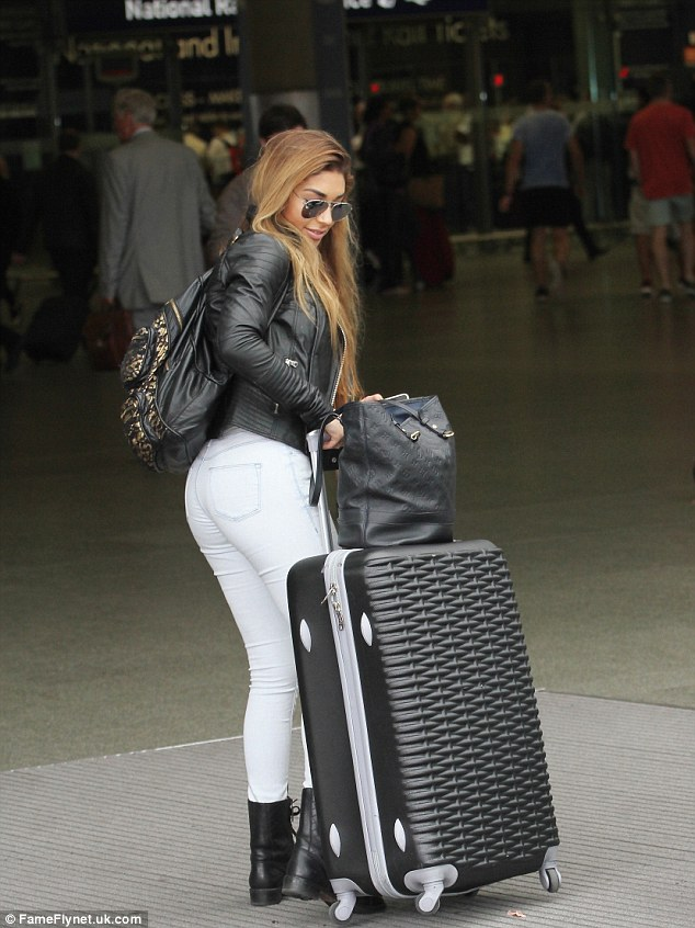 Not too much  of a diva: Chantel pushed her own suitcase as she arrived at the station