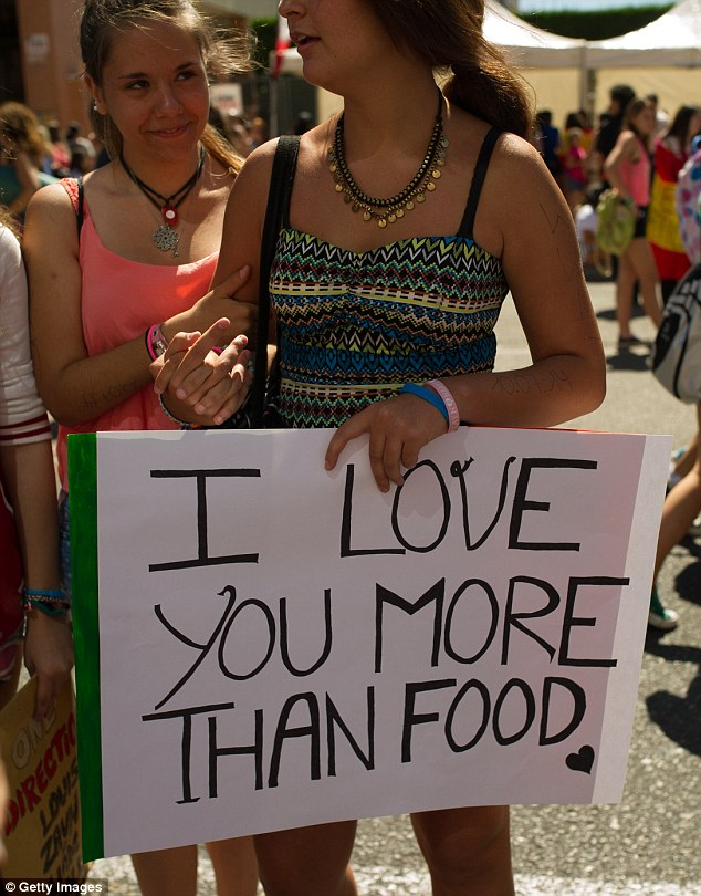 Food for thought: One Spanish fan had this message for 1D at their Madrid show
