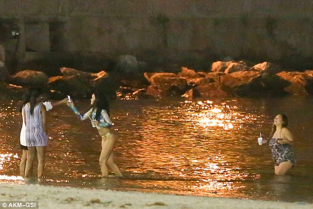 Let me see: The singer went back on the beach to inspect the pictures