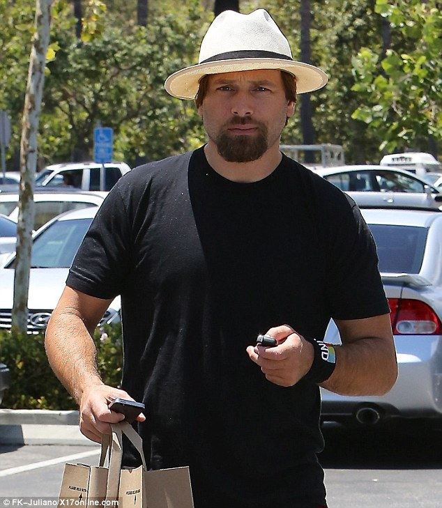 No ring: Salomon went shopping without his wedding band from Anderson on while in Calabasas on Wednesday morning
