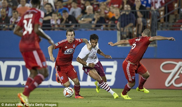 Debutant: New signing Kieran Richardson weaves past a couple of Kansas City challenges
