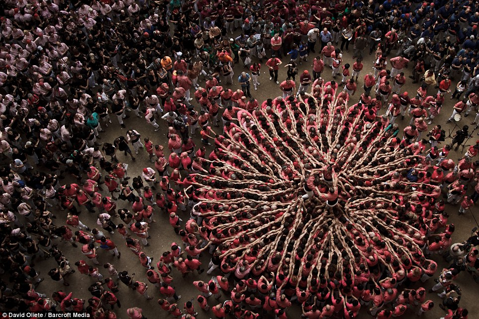 Attendance: More than 20,000 people come to watch the participants, with points awarded to teams depending on the difficultly and height of each Castell