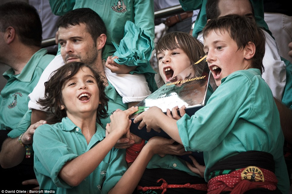 'Primer Classificat': These youngsters were delighted with their prize from the XXIV Tarragona Human Tower Competition