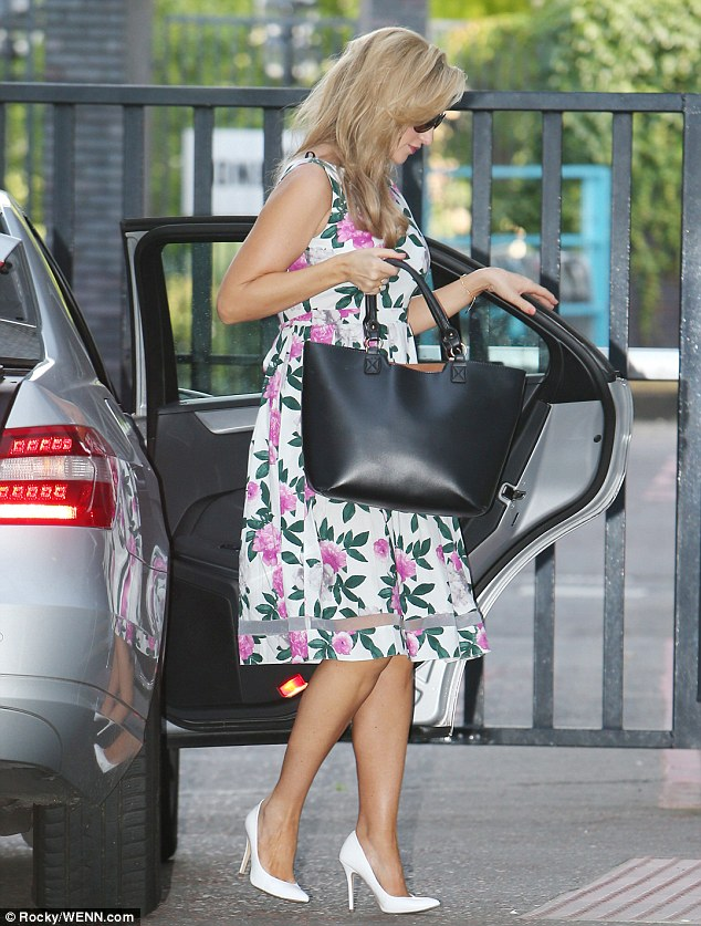 Summer ready: The blonde beauty looked ready for the balmy weather in her summer dress and oversized tote