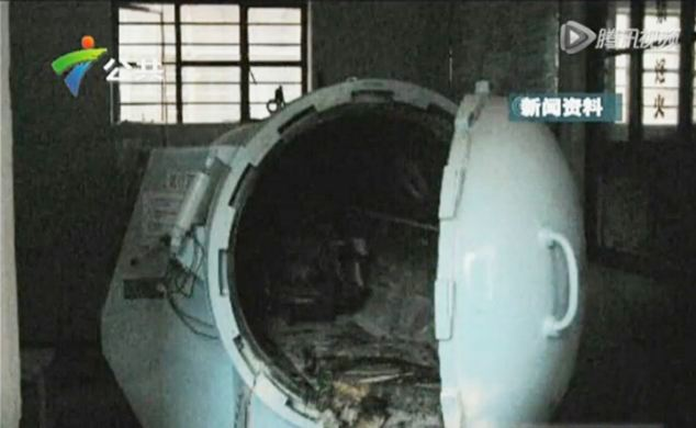 The remains of the high-pressure hyperbaric oxygen chamber, which was destroyed when Liu Hung decided to smoke a cigarette while receiving treatment inside
