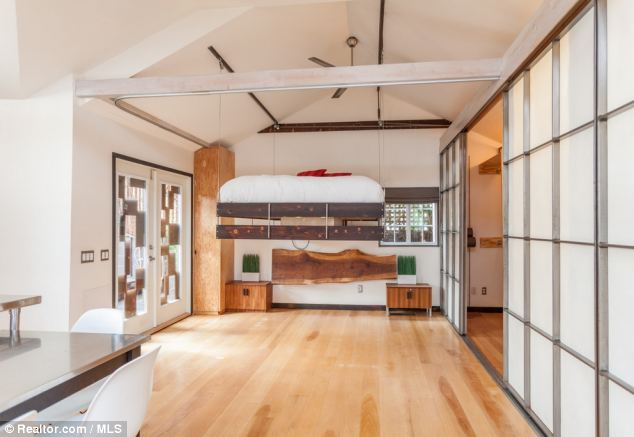 Smart: When the bed is not being used, it can be hoisted to the ceiling using a pulley system