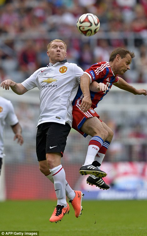 Battle: Manchester United's Paul Scholes vies with Bayern Munich's Olaf Thon