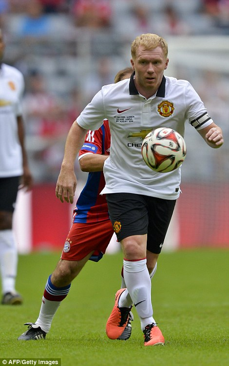 Vision: Scholes looks up to find the perfect pass