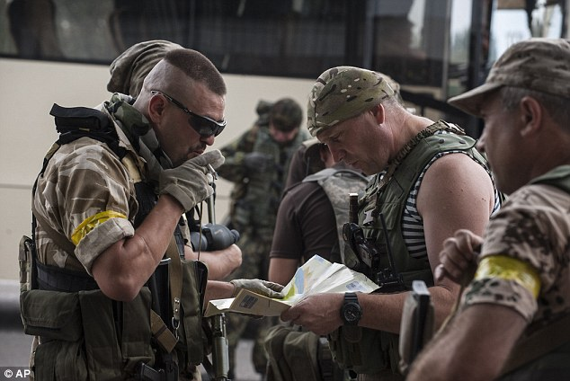 Ukrainian government soldiers examine their the map in village Mariinka near Donetsk, eastern Ukraine