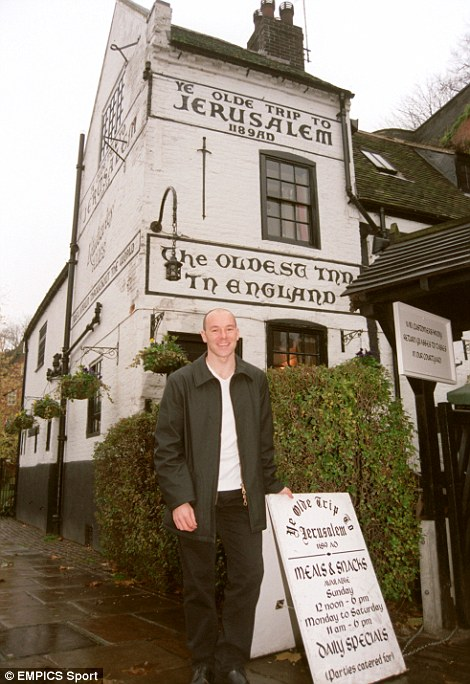 Steve Stone outside the (allegedly) oldest pub in England, Ye Olde Trip To Jerusalem