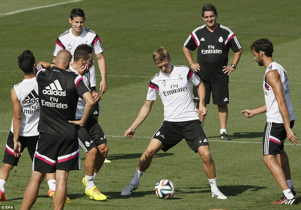 Pressure possesion: Kroos holds onto the ball surrounded by defenders Carvajal and Arbeloa