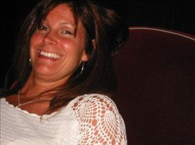 Kimberley Calo, a New York personal trainer, overdosed on cocaine after having a threesome with millionaire Hoey in 2009. She died when no one called for help