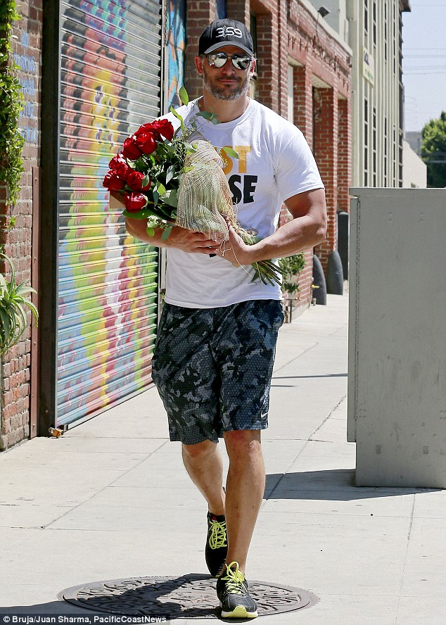 What a catch! On August 10, the 37-year-old True Blood hunk surprised his girlfriend with a beautiful bouquet of red roses on the set of her Head & Shoulders ad campaign, scoring some serious brownie points