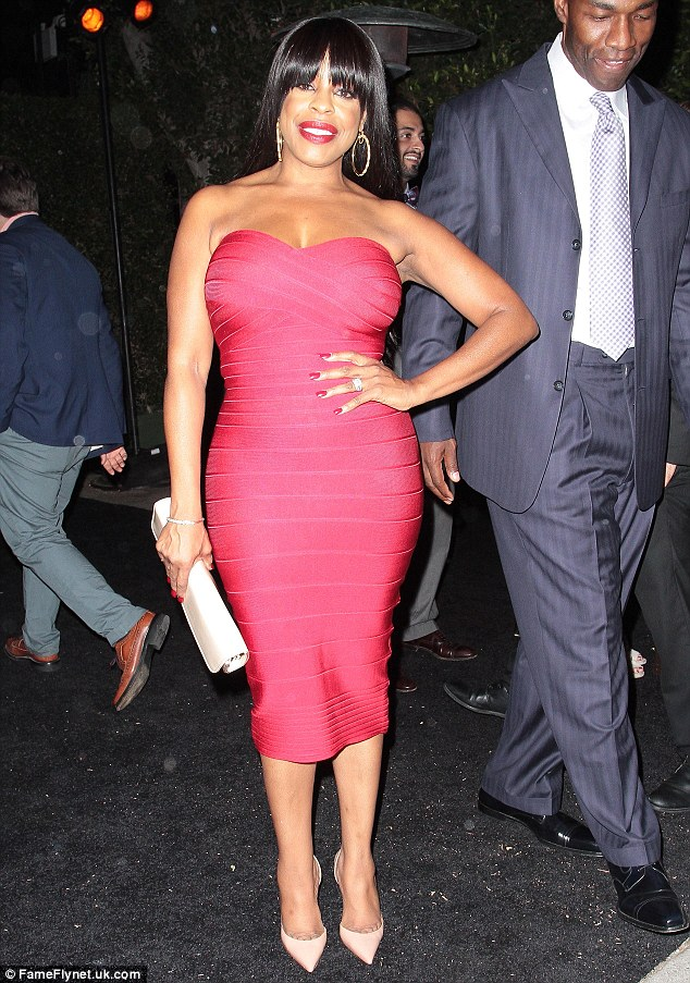 Lady in red! The Mindy Project star Niecy Nash looked stunning in a wrap dress at the Emmy party