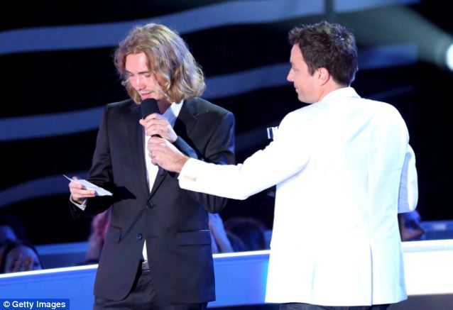 Jimmy Fallon steadies Jesse's hand as he reads a speech about the homeless youth of Los Angeles