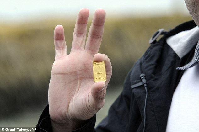 And this tiny object is what all the fuss is about.  Berlin-based artist Michael Sailstorfer buried £10,000 of gold