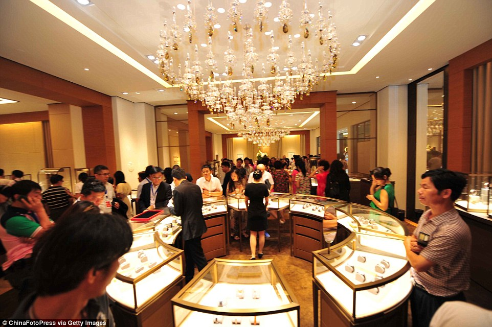 It is the first time that several luxury brands have been included in a duty free shop on mainland China