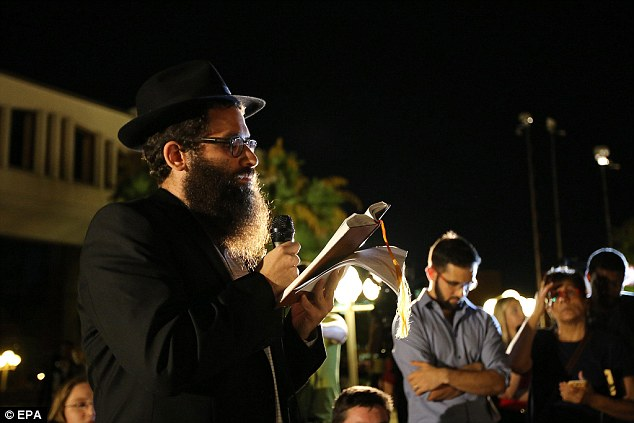 Rabbi Chaim Lipskier offers prayers for Steven Sotloff during a candlelit vigil at the University of Central Florida
