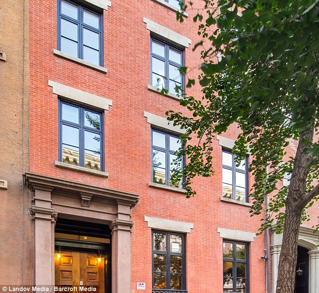 Sarah jessica parker and matthew broderick finally sell for Manhattan townhouse for sale