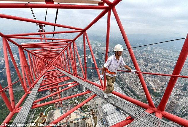 Tower Crane Operator At China S Tallest Skyscraper Reveals