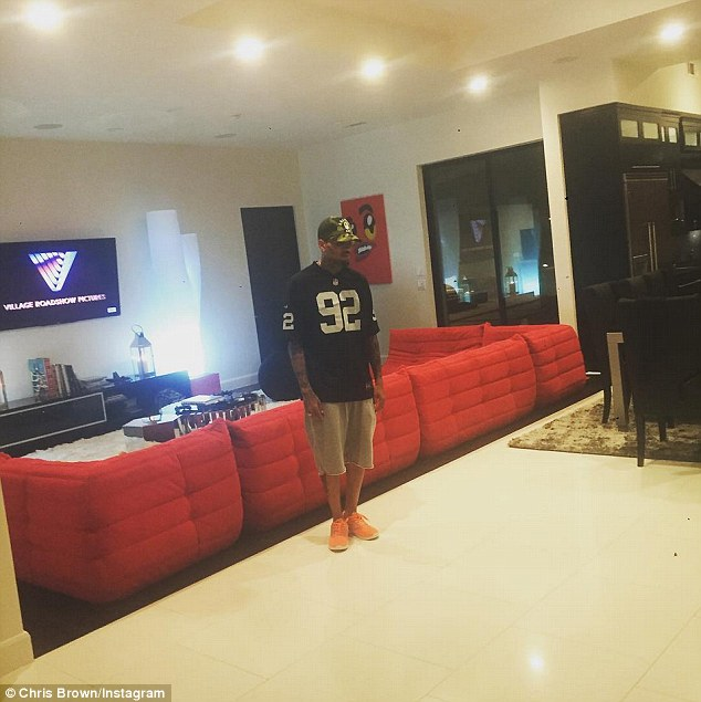 Man Cave Shoe Store Atlanta : Chris brown shows off his new walk in closet for shoe