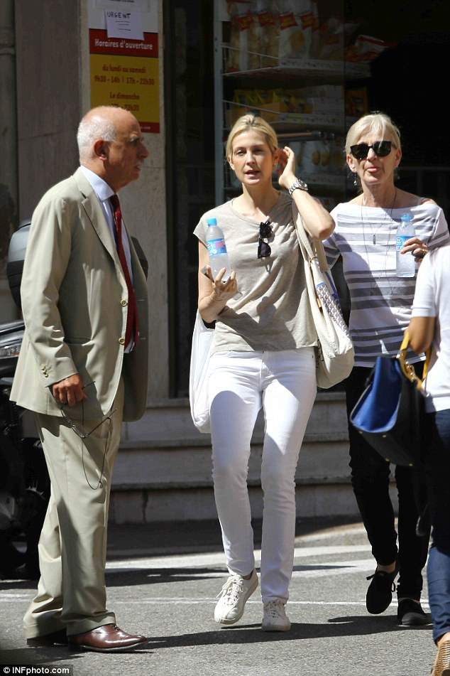 kelly rutherford arrives in monaco for custody hearing. Black Bedroom Furniture Sets. Home Design Ideas
