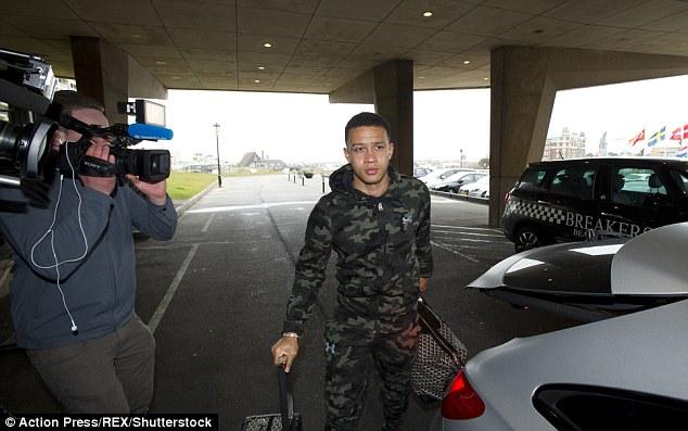 Memphis depay carries his suitcases in noordwijk holland ahead of