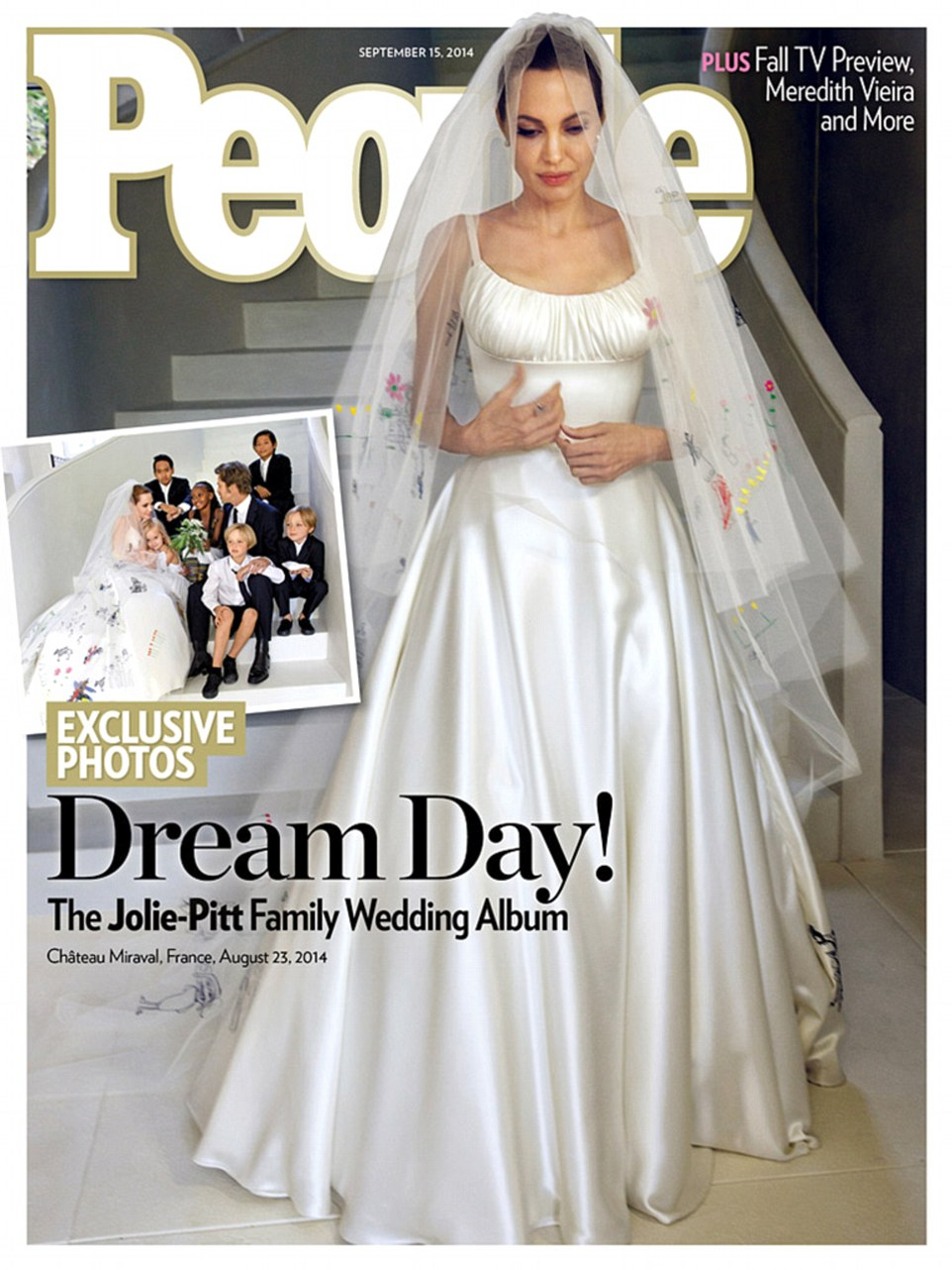 They do: Pitt and Jolie's wedding ceremony featured only their six children, and Jolie wore a custom Versace dress which featured drawings done by her sons and daughters