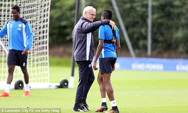 Ranieri puts his arm around Musa during the session ahead of this weekend's match