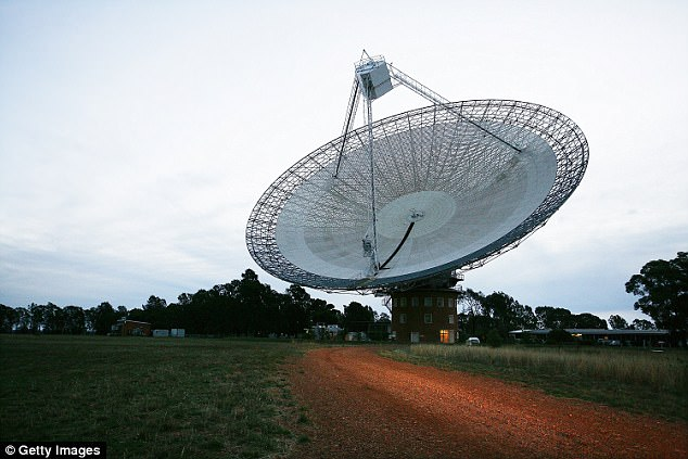 Many earthlings look forward to the day radios signals come in from another planet, but one physics warns we should be very wary about answering back. Stephen Hawking says humans meeting aliens will be similar to the Native Americans meeting Christopher Columbus