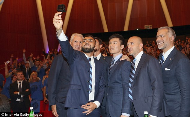 Batigol who joins on a five-year contract takes a series of pictures with Inter Milan personnel