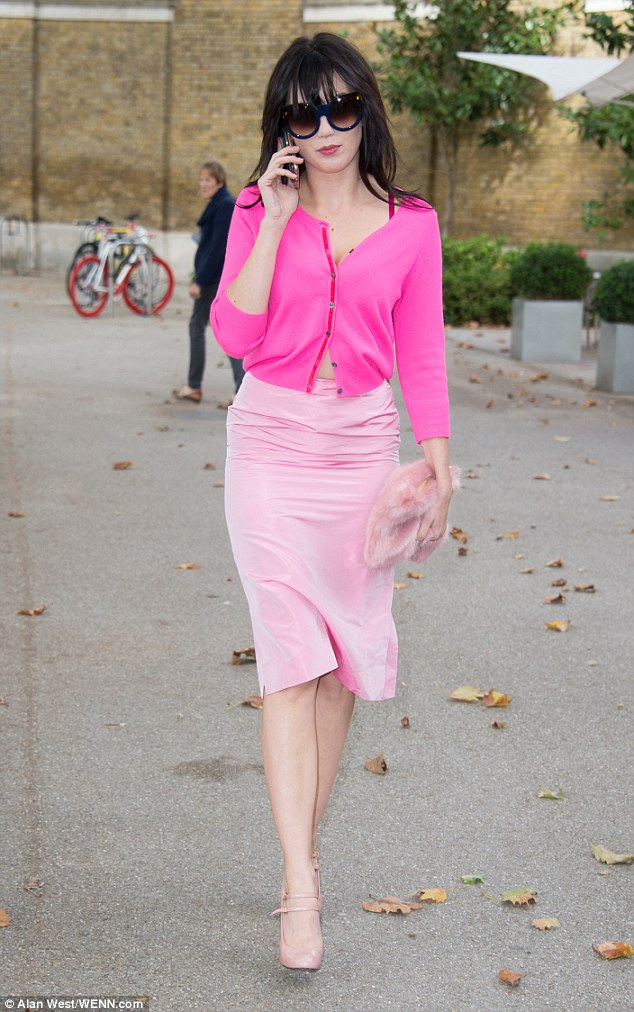 Daisy Lowe Looks Super Chic In Head To Toe Pink As She Hits London Fashion Week Daily Mail Online