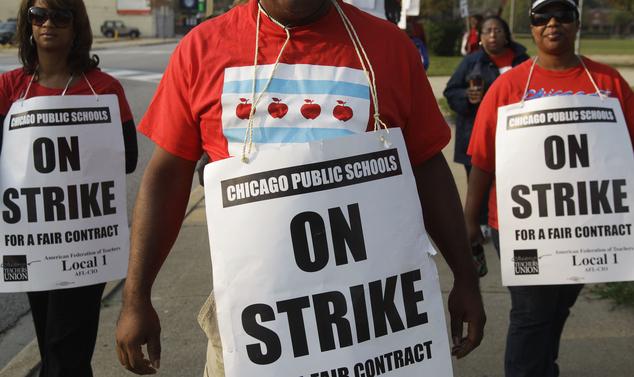 Chicago teachers' union votes to authorize strike