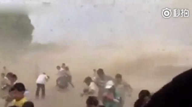 Hold on! The people who hadn't run for cover were left completely engulfed by the wave