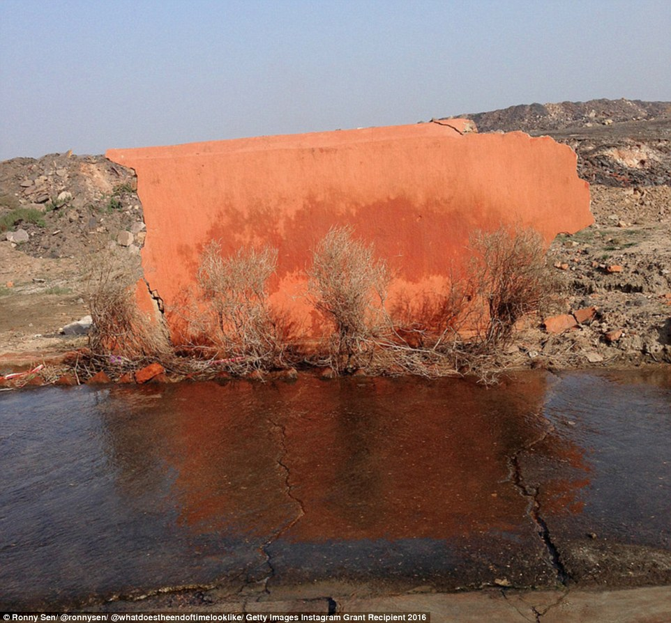 This picture by Ronny Sen is quite confusing to the eye but it shows the wall of a broken Hindu temple, next to a stream, in a village in the Jharia coalfields. Due to the blasting and the underground fires lots of the buildings and houses in nearby villages are damaged or destroyed